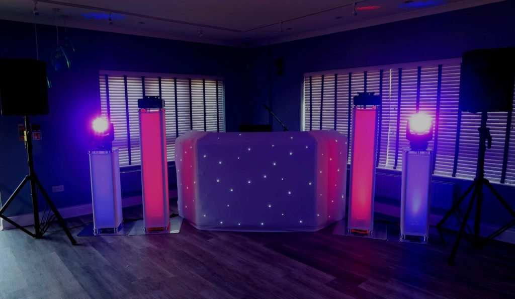 Cheshunt Golf Club, Herts, Premier Set Up, White Starlit Booth, Lilac Uplighting