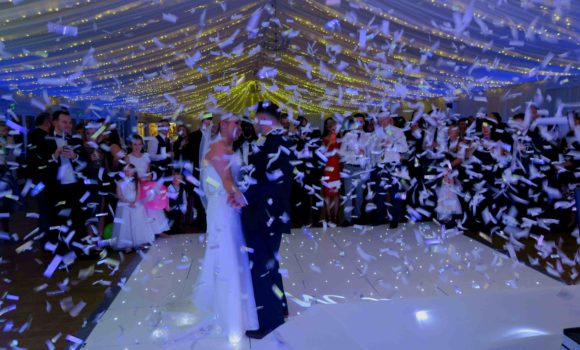 Parklands, Essex, Wedding First Dance Confetti