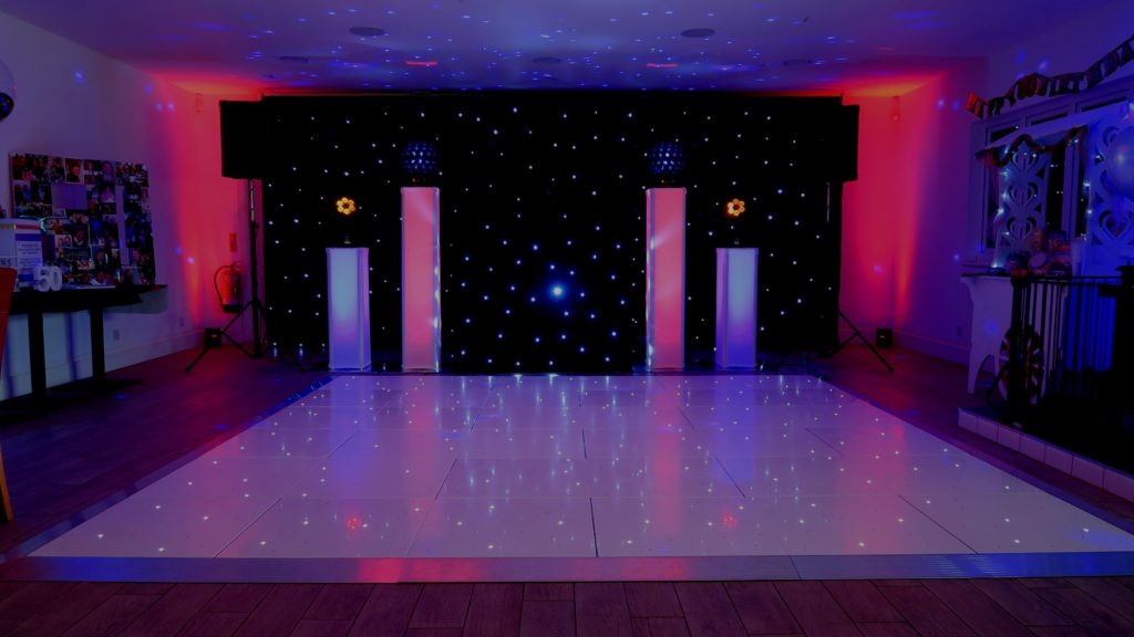 Broxbourne Golf Course Premier Set Up, Black Starlight Booth, Black Starlight Backdrop, White LED Dance Floor, Red & Blue Uplighting