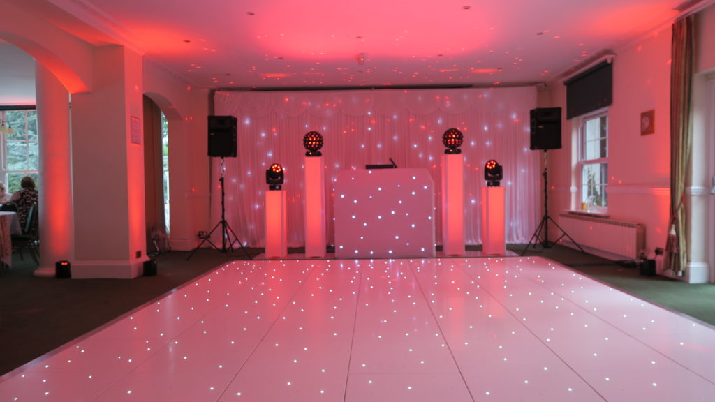 Manor Of Groves, Herts Premier Set Up, White Starlight Booth, White Starlight Backdrop, White LED Dance Floor, Soft Red Uplighting
