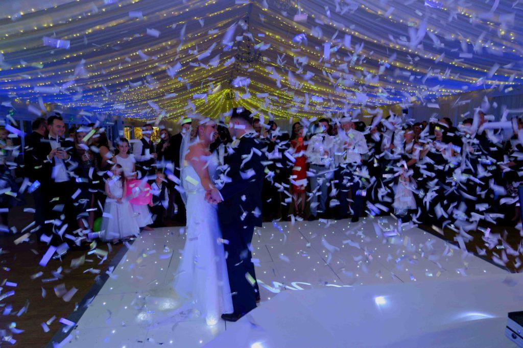 Parklands, Essex, Wedding First Dance Confetti
